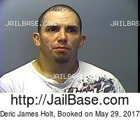 DERIC JAMES HOLT mugshot picture